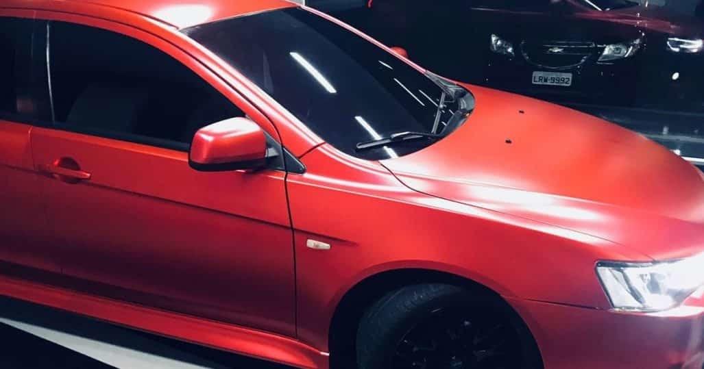 Envelopamento Automotivo em um Veículo Mitsubishi